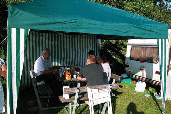Morgenmad under pavillonen